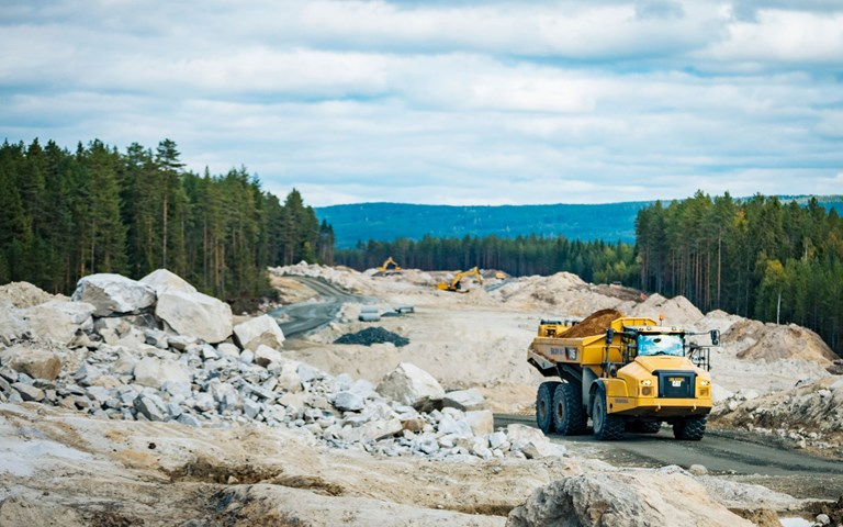Curbing equipment emissions through artificial intelligence