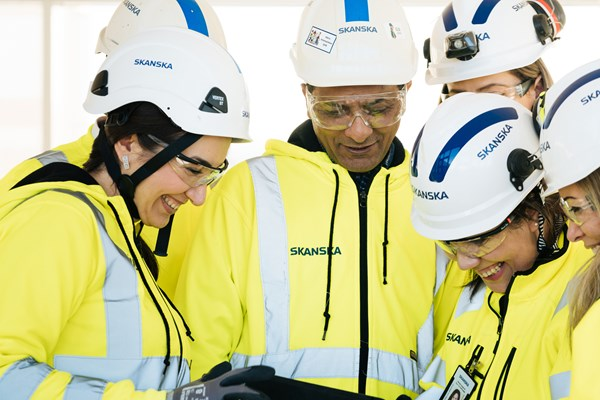Skanska workers in white helmets