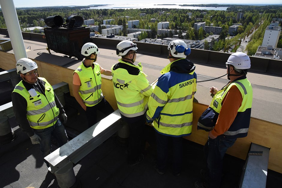 Leaders from Skanska and construction company NCC jointly review a Finland residential project to exchange best practices.