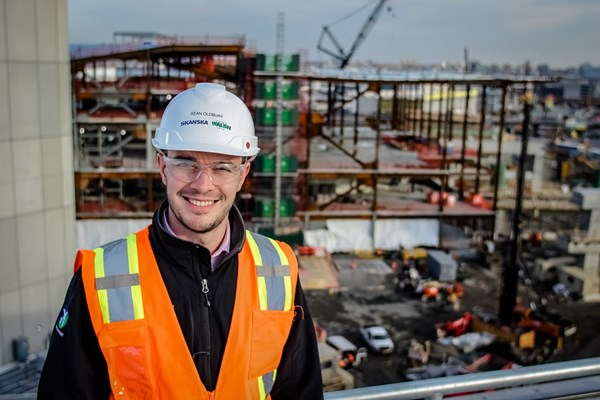 Sean Oldbury standing in front of the redevelopment of New York City's LaGuardia Airport.