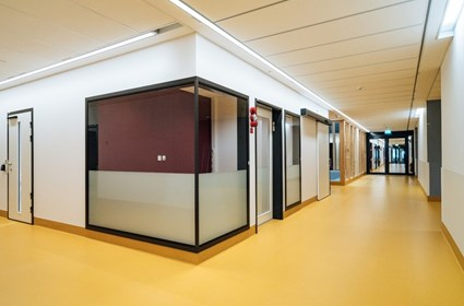 Corridor view towards the administration area – Photographer Kristoffer Marchi