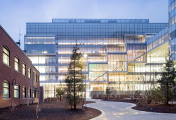 Novartis was challenged with creating a new lab facility that was open, airy and filled with communal spaces. Partnering with Skanska and the design teams, Novartis was able to achieve this goal through a collaborative, environmentally responsible research headquarters facility.